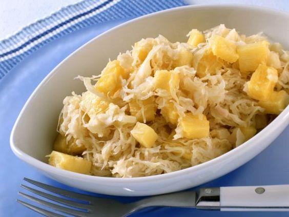 Sauerkraut mit Ananas ist ein Rezept mit frischen Zutaten aus der Kategorie Südfrucht. Probieren Sie dieses und weitere Rezepte von EAT SMARTER!