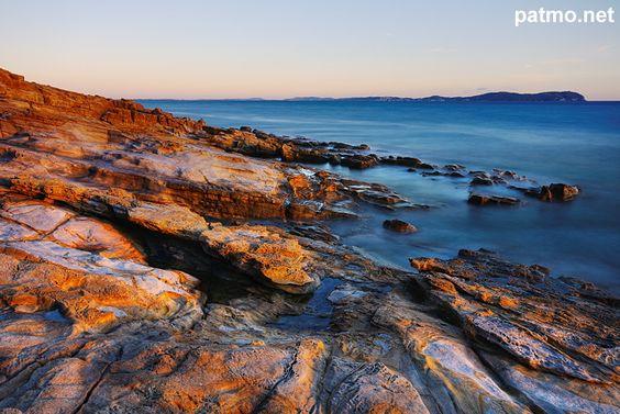 Image des plages rocheuses du Bau Rouge - Carqueiranne - Var