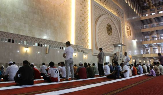 """""""This inspiringspeech by Imam Zaid Shakir elaborates on the love relationship that develops between Alla and His servants. """""""