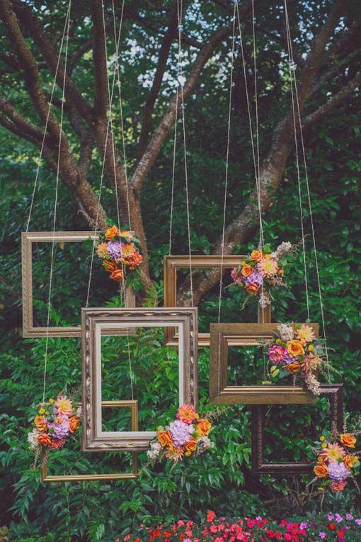Bilderrahmen in den Baum hängen um lustige Fotos mit den Gästen zu machen für euer Gästebuch ;-)
