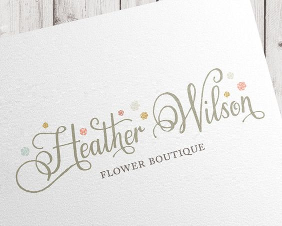 Custom calligraphique premade logo | inscription de script dessinés à la main | reste les coeurs de fleurs | pour photographe studio Boutique boutique branding