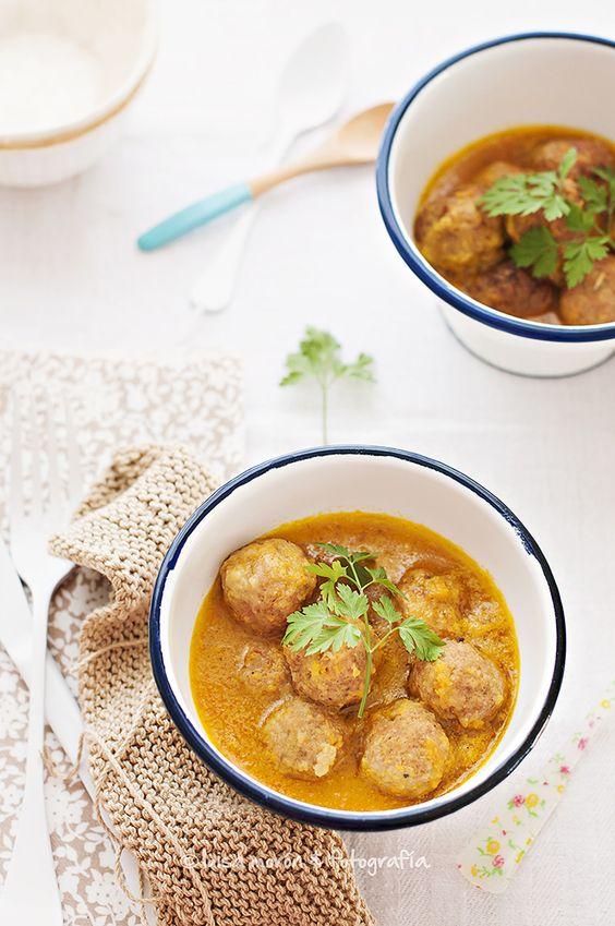 http://www.cocinandoconmicarmela.com/2014/01/albondigas-caseras-con-salsa-al-curry.html