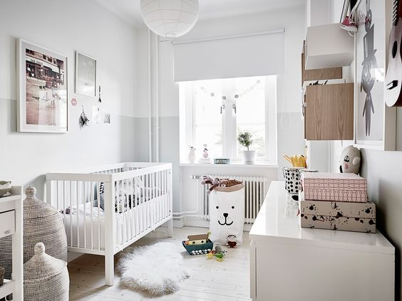 chambre denfant dune maison scandinave blanc et rose clair panier - Chambre Scandinave Rose
