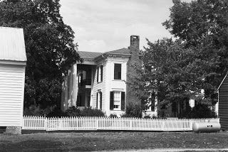 an older shot of Sunnyside Plantation in Virginia, where my grandfather grew up... we have this picture (plus many others) in the albums Mimi made for us...