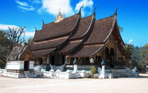 Construit en 1560, le Wat Xieng Thong est caractéristique de l'architecture de Luang Prabang. (Photo prise par Gerej)