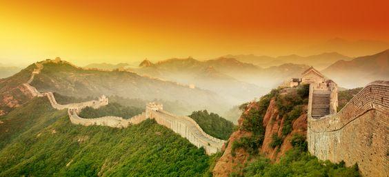 A vista da Muralha da China se estende por mais de 3,700 milhas. É incrível!