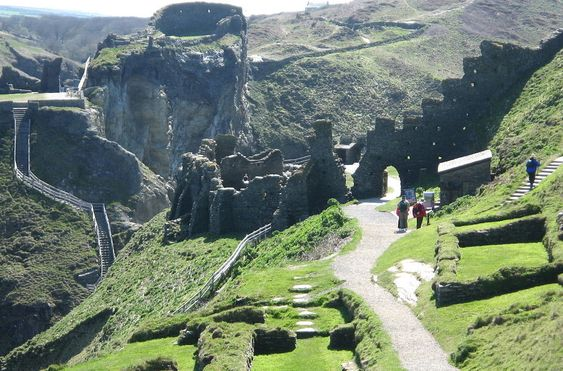 Visiting the UK: Tintagel Castle, Cornwall. | Traquo
