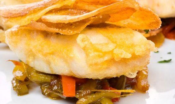 Receta de Pescadilla rebozada con plátano frito y pimientos