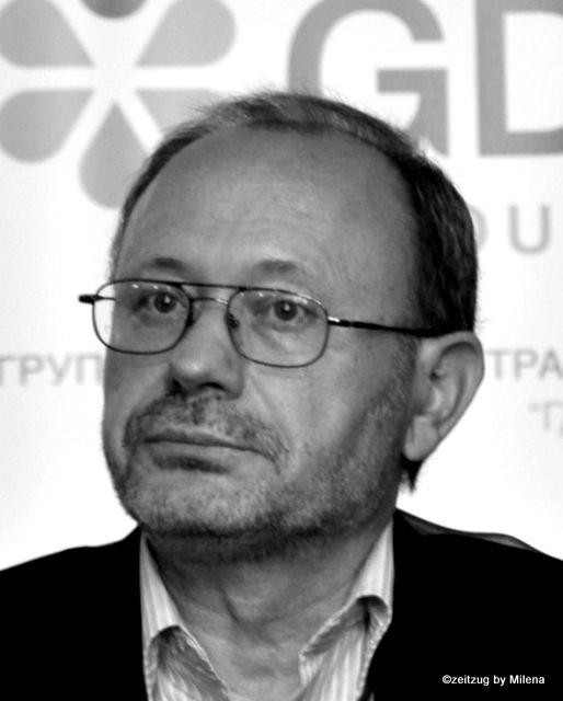 PETRO RYCHLO ein ukrainischer Literaturwissenschaftler und Übersetzer, Mitglieder der Assoziation ukrainischer Schriftsteller, Professor für fremdsprachige Literatur und Literaturtheorie an der Nationalen Jurij Fedkowicz-Universität Czernowitz.