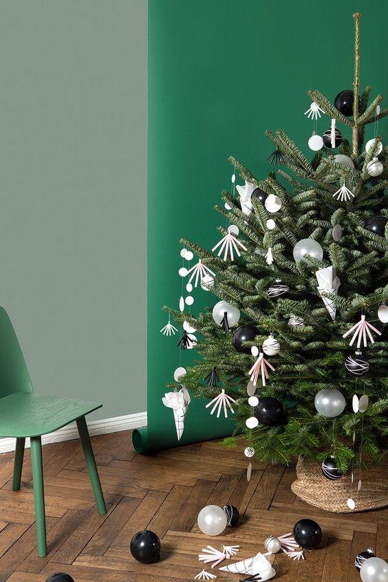 Heute mit Baumschmuck zum Selbermachen, sogar mit bruchsicherer Variante für Kinder! Plus: einem duften Weihnachtsbaum-Lieferservice.