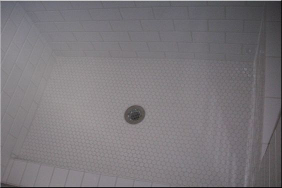 Tile Shower Curb With Subway Tiles Like This Salle De