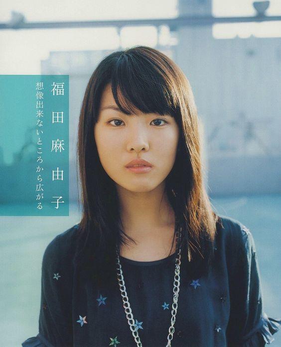 福田麻由子の黒い衣装