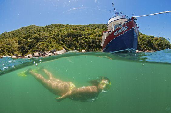 A natureza foi generosa com BOMBINHAS: É o paraíso para os praticantes de mergulho livre e autônomo e também para surfistas e velejadores! Venha descobrir o que há de melhor nesse destino incrível: http://goo.gl/C560SG