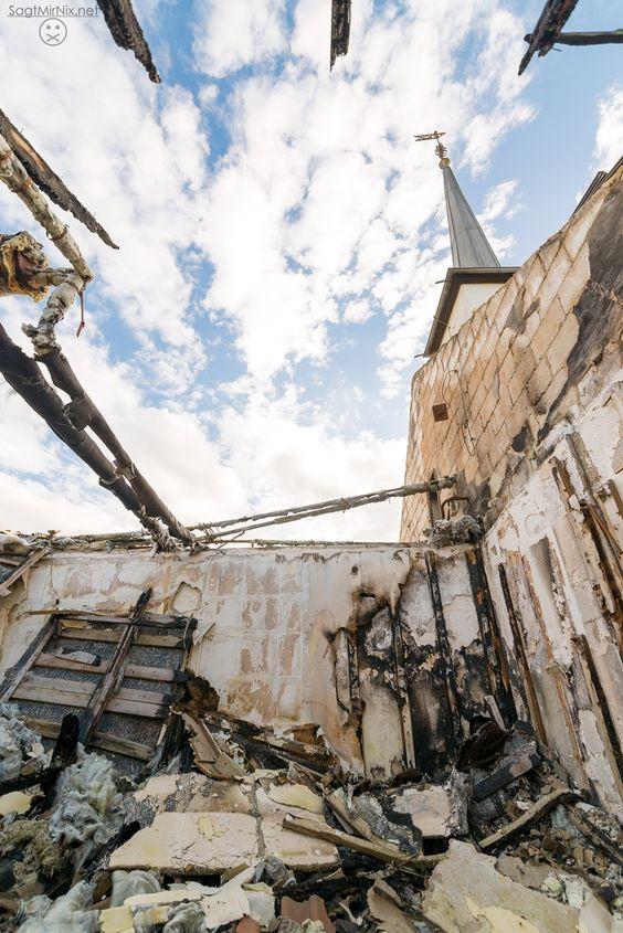 Die abgebrannte Kirche im RAF Hospital / The burned church inside the RAF hospital.  Mehr / more: http://www.sagtmirnix.net/Blog/lost-place-verlassenes-raf-hospital-in-nrw-urban-exoloration
