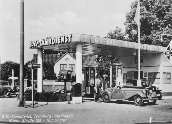 B.V.-Tankdienst in Hamburg:  Ein in den zwanziger Jahren aufgenommenes Bild...