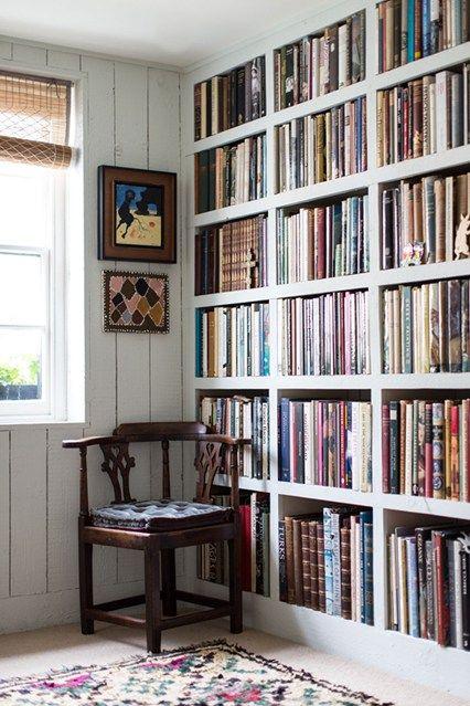 Graduated Sized Bookshelves, Rebecca Hossack - Bookshelves Ideas - Fitted & more (houseandgarden.co.uk)