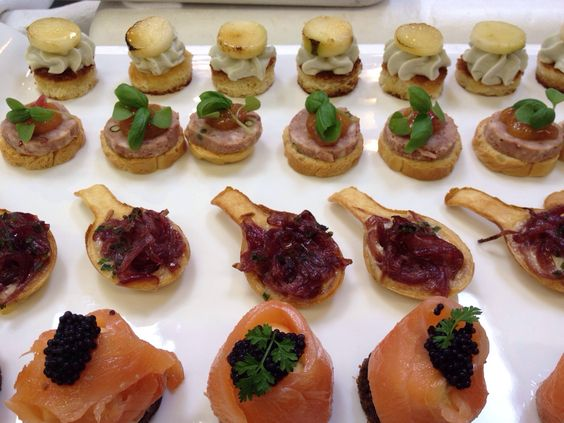 Canap s smoked salmon mousse on rye and caviar red for Smoked salmon mousse canape