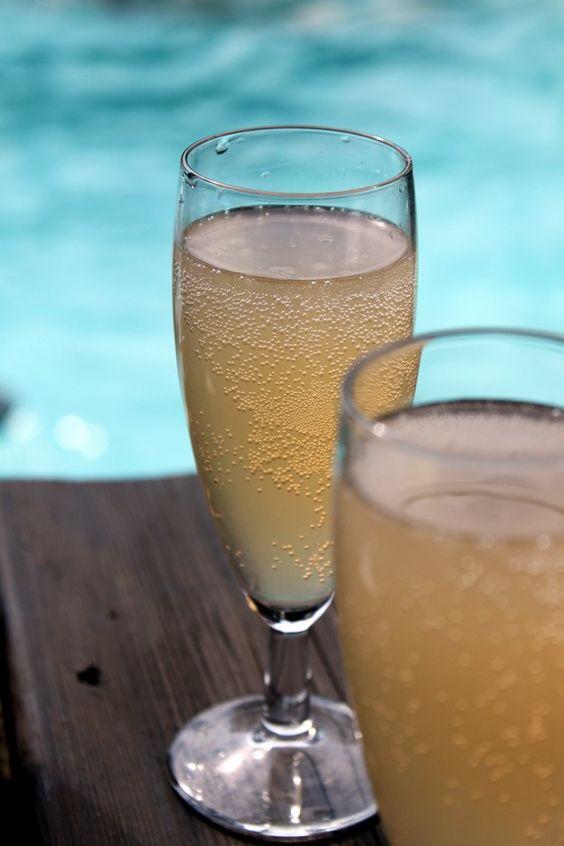 Cocktail pétillant (vin mousseux, liqueur litchi, pulco citron, pulco pamplemousse, sirop de canne)