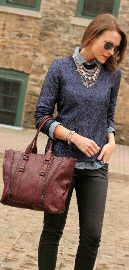Camisa jeans sobreposta por tricô + colares: