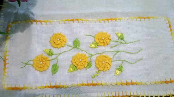 flores de sianinha e botões de fita