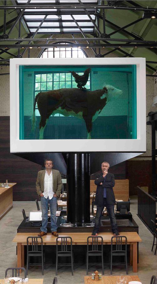 Was wie die Lightversion der Bremer Stadtmusikanten aussieht, ist ein Kunstwerk von Damien Hirst. Zu sehen ist es in einem ziemlich angesagten Restaurant in London: http://www.travelbook.de/europa/Das-beste-Brathuhn-der-Welt-Das-beste-Brathuhn-der-Welt-592411.html