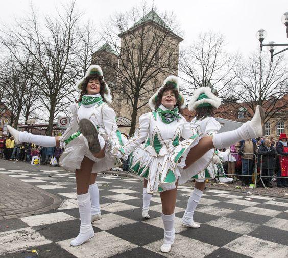 Die Jecken waren in Osnabrück (Foto: Michael Hehmann)! Am Samstag feierten Tausende den Ossensamstags-Umzug in der Innenstadt. Viele Bilder vom Umzug gibt es hier: www.noz.de/69465864/ #karneval #osnabrueck #ossensamstag #jecken