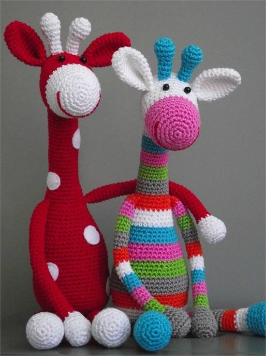Crocheted Animal Patterns. These giraffes are so cute! Pinning for later use.