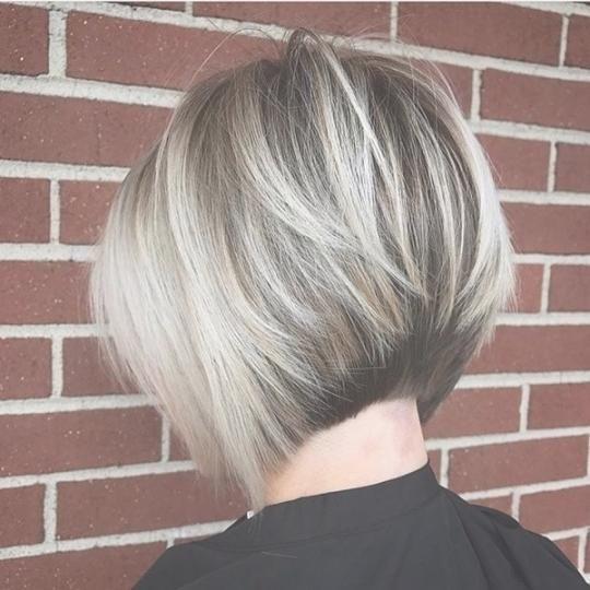 Bob Frisuren Mit Kurzem Nacken Frisuren 2018 Frisuren 2018 Frauen Haare Bob Hairstyles Short Hair Styles Layered Bob Hairstyles