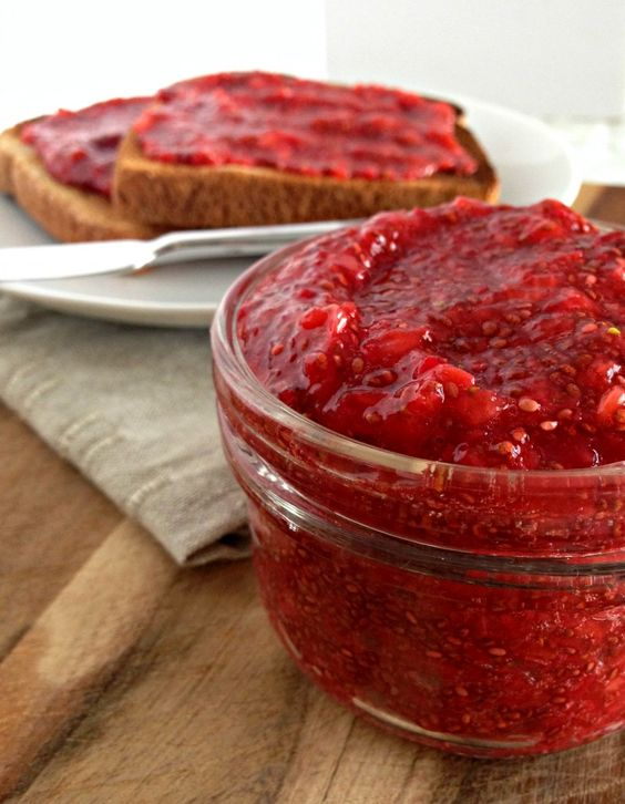 Erdbeer-Chia-Marmelade,ohne Kochen und nur mit Ahornsirup gesüßt ♥