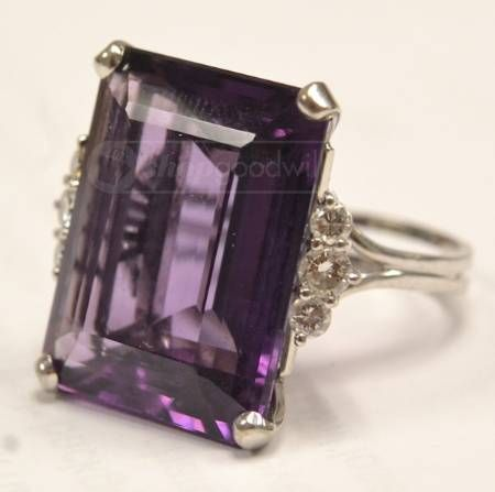 Vintage Amethyst Emerald Cut Ring IN LOVE with THIS ring! AHHH my birthstone plus my favorite cut! xoxo