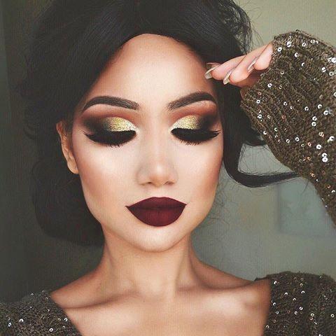 """Snapchat fam disse que não é tarde demais para postar É quase que o tempo do ano rapazes eu amo cair maquiagem mais do que qualquer coisa! @hudabeauty """"Famous"""" batom líquido ALL @makeupgeekcosmetics sombra de olho (Creme brûlée, urso de cacau, mordido, corrompido, floresta encantada, untamed) @houseoflashes """"Iconic"""" Loads of """"Give me sun"""" bronzer @maccosmetics Gel eyeliner preto @morphebrushes @shopvioletvoss """" Goldie """"glitter @anastasiabeverlyhills dip brow dark brown Câmera Nikon D310"""