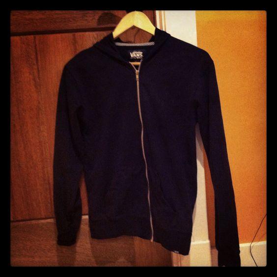 added a zipper to my sweatshirt