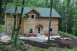 """Red Pine"" Private setting yet minutes to all Lake activities Minutes to WISP ski resort, Restaurants, Night Clubs, Marina's and all Deep Creek Lake activities. Great forest exterior with large rock outcroppings Newly furnished in 2010 with high quality furnishings  I-pod docking station, Fooseball Table, and games for inside enjoyment. Relax on the new flagstone patio, soak in the hot tub, roast marshmallows over the very cool fire pit, or simply take in the quiet, relaxing setting!"