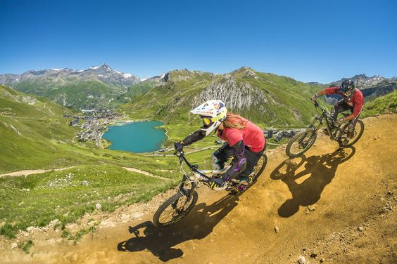 Mountain biking in Tignes is all about fast rocky, high altitude trails. Photo: © Tristan SHU