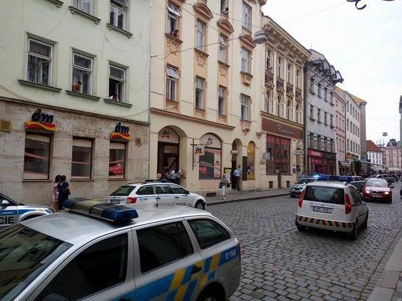 Na Tř. Svobody se rozhořela bitka mezi dvěma rodinami, jednoho muže odvezla sanitka | Krimi | Olomoucká drbna - super drbna online