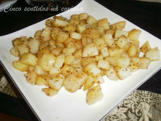 Cinco sentidos na cozinha: Batatas salteadas com alho e manjericão - aproveit...