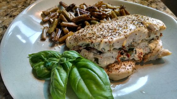 Feta and Sun-dried Tomato Stuffed Chicken with Balsamic Roasted Green Beans | HealthyFeelsHappy.com