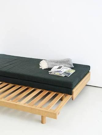 Pin Af Amber Johnsey Pa Furniture Sengeramme Sovesofa