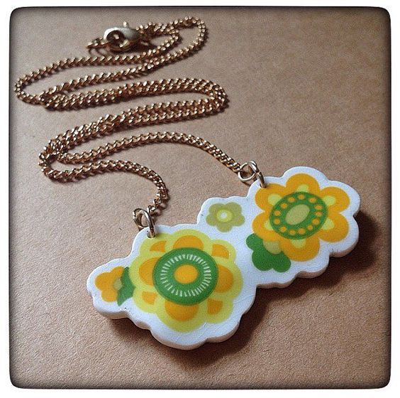 Broken vintage china necklace. Vintage china by knopfdesigns