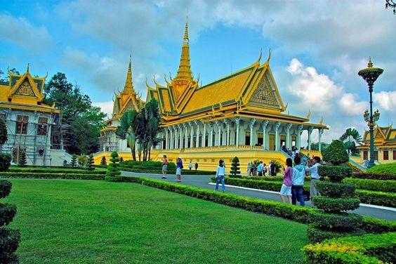 Cung điện hoàng gia của Campuchia được xây dựng nguy nga và lộng lẫy
