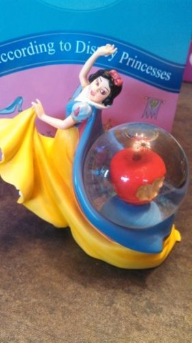 Snow-White-Poison-Apple-Disney-Waterglobe-Princess-Globe-Snowglobe