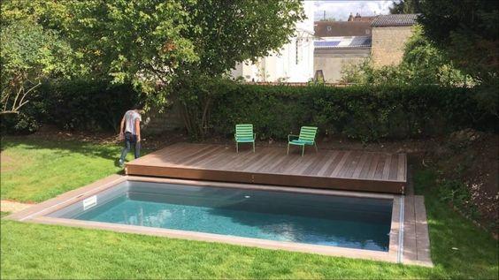 Deck móvel sobre a piscina