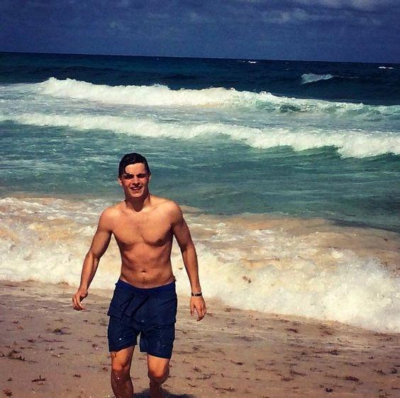 Martin Garrix shirtless body...