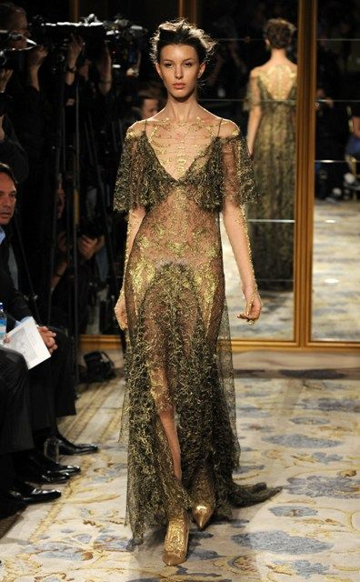 Marchesa 2012. Very organic. The opposite twin to the red muscle-esque dress. All mossy-green and vegetation, but the detail spanning the back and chest is reminiscent of bone.