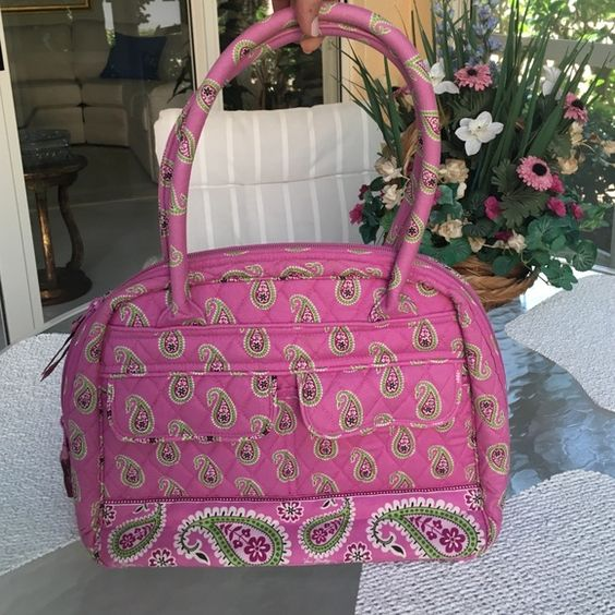 Like new Vera Bradley bag. Perfect condition! Pretty pink shoulder bag for summer! Lots of compartments. Zipper allows bag to securely close. Opens wide for easy entry. Will keep you organized! Vera Bradley Bags Shoulder Bags