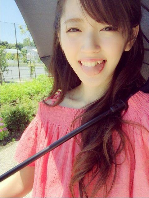 鈴木愛理ピンクのオフショルダーで可愛い画像