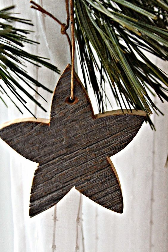 I love these barn board stars for Christmas decorations-must get a bunch!