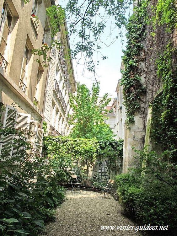 Cour du 4 rue Eginhard Paris 75004 où se trouve le Mémorial de la Famille Zajdner morte en déportation.