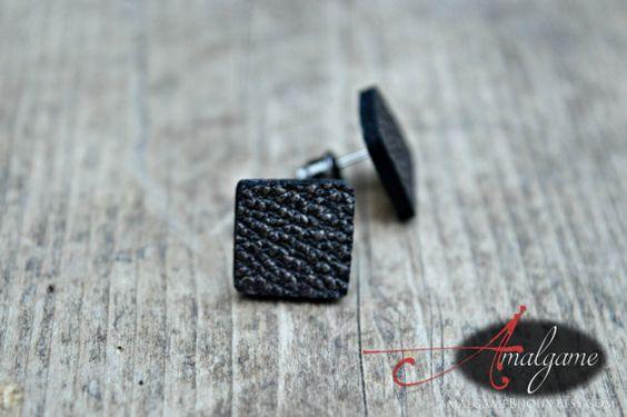Boucles d'oreilles cuir noir reflet or, forme carré, tige acier inoxydable, Clou, Bijou minimaliste, fait au Québec, Amalgame bijoux
