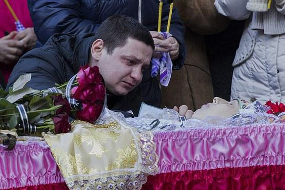 Mum died shielding daughter, 3, from missile strike on Ukrainian town http://dailym.ai/17LVsG4
